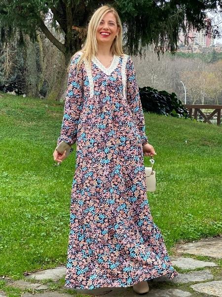 Yaka İşlemeli Uzun Viskon Elbise